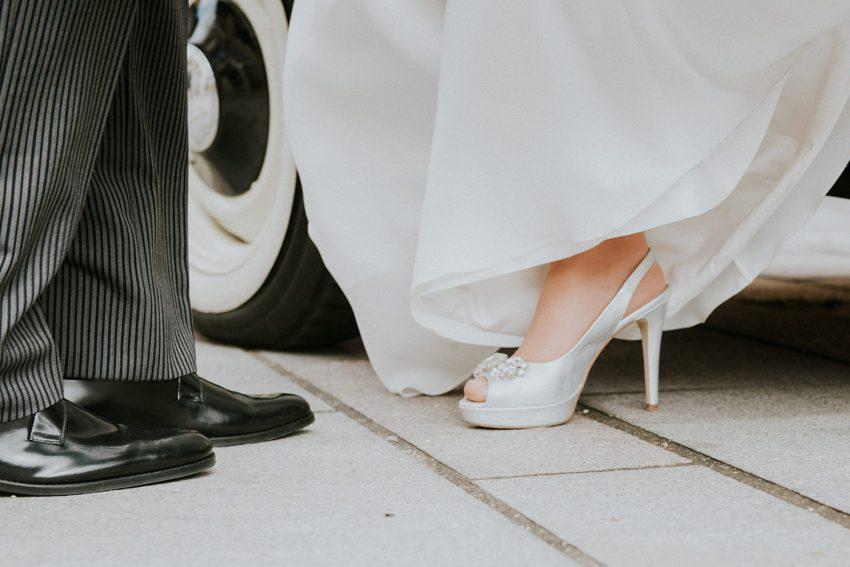 Fotografia de bodas, Detalles de bodas, fotógrafos de bodas, bodas Córdoba, Salida del coche de la novia