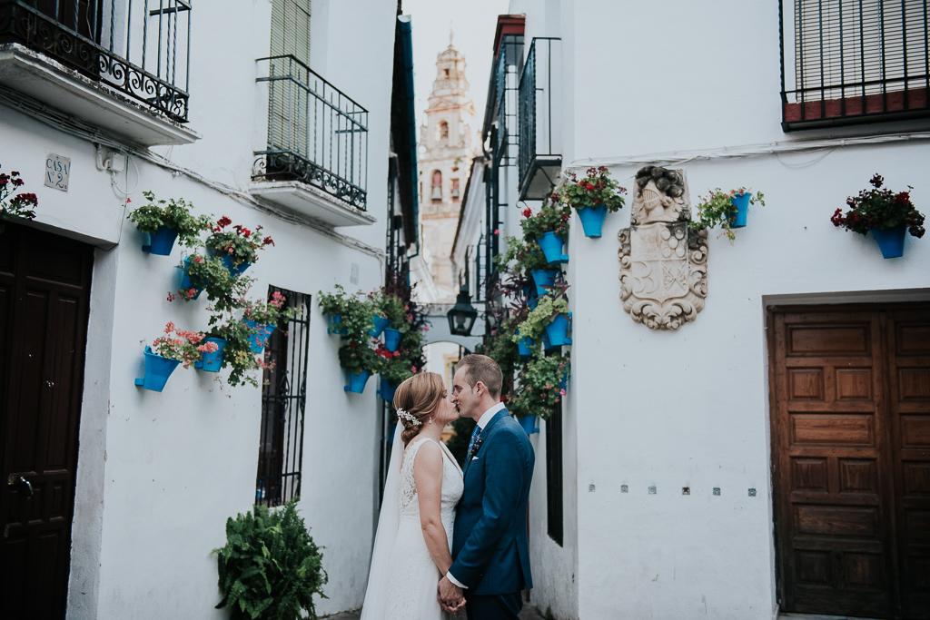 fotografía de boda, fotógrafos de bodas córdoba, bodas Córdoba, novias, calleja de las flores, Judería de Córdoba