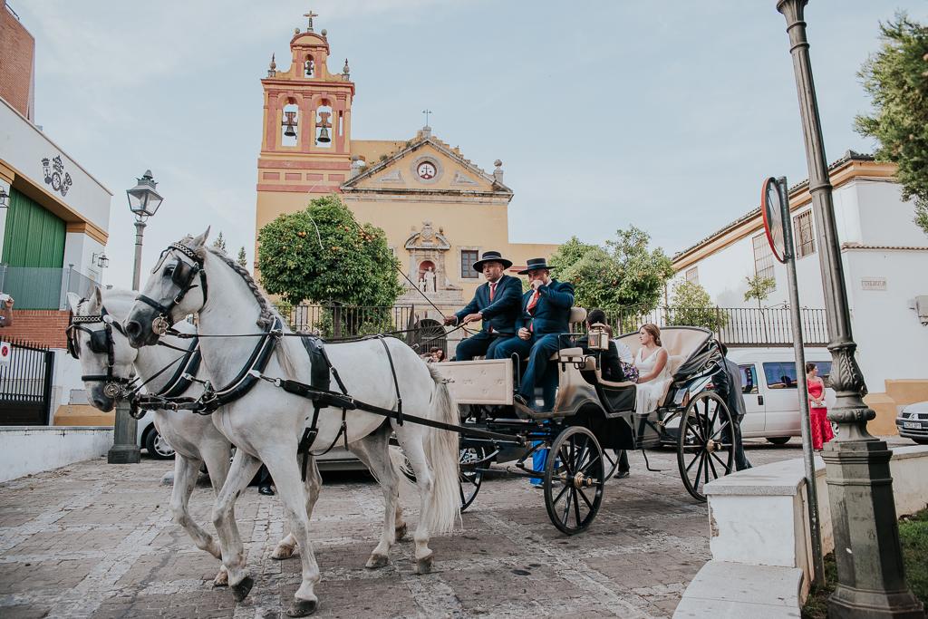 fotografía de boda, fotógrafos de bodas córdoba, bodas Córdoba, novias, Iglesia de San Cayetano, coche de caballos
