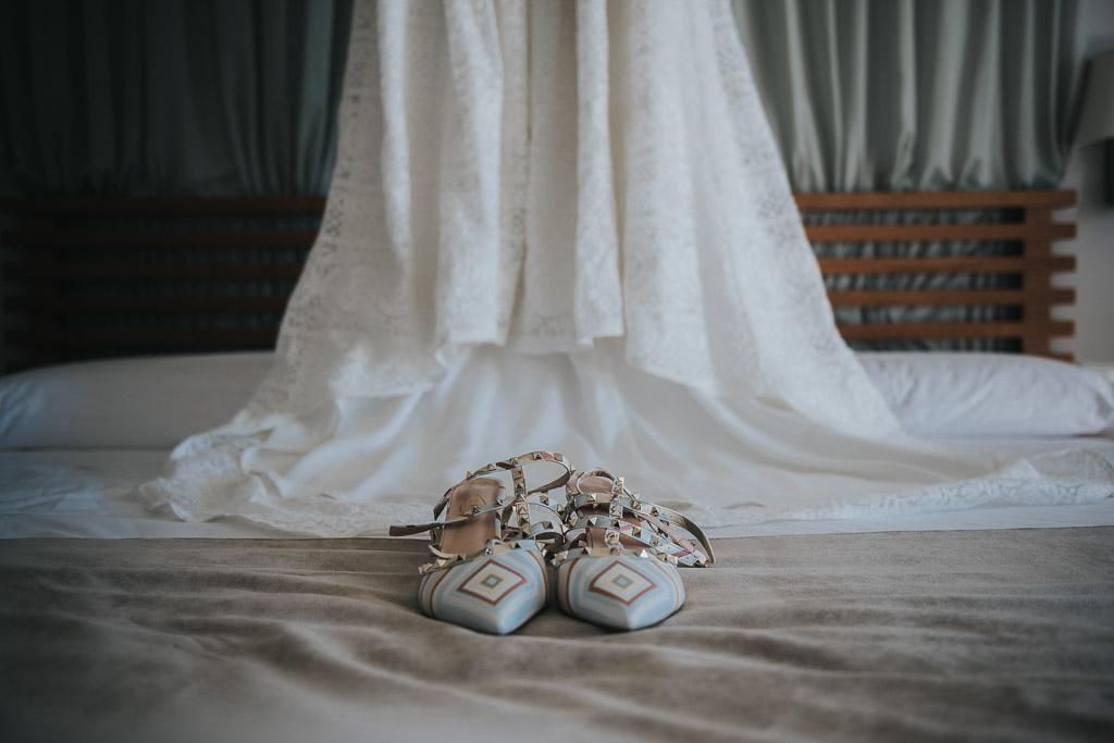 vestido de novia, preparativos novia, Parador de la Arruzafa, Parador de Córdoba, Bodas en Córdoba, Fotógrafos de Córdoba, fotografía de boda, Bodas en el parador de la arruzafa, zapatos novia