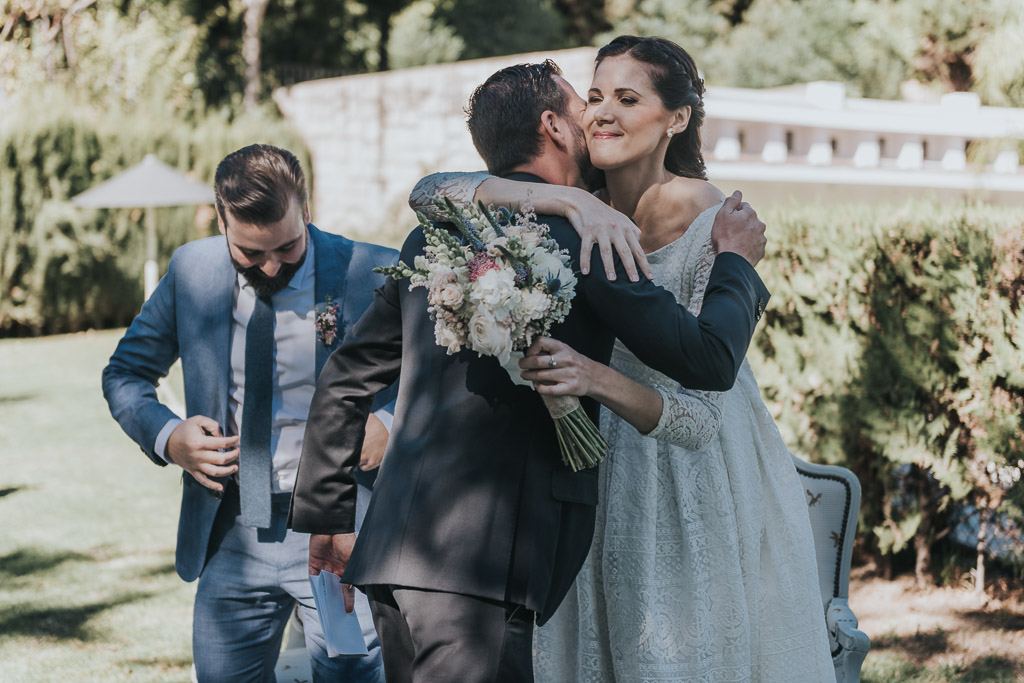Carpe fotografía, ceremonia civil, Parador de la Arruzafa, Parador de Córdoba, Bodas en Córdoba, Fotógrafos de Córdoba, fotografía de boda, Bodas en el parador de la arruzafa, Boda civil córdoba, abrazo novia