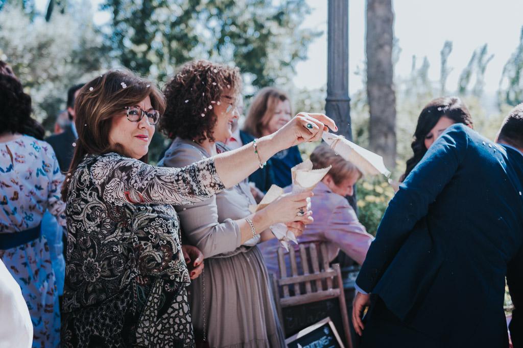 Carpe fotografía, ceremonia civil, Parador de la Arruzafa, Parador de Córdoba, Bodas en Córdoba, Fotógrafos de Córdoba, fotografía de boda, Bodas en el parador de la arruzafa, Boda civil córdoba, copa de bienvenida, tirar arroz salida de novios