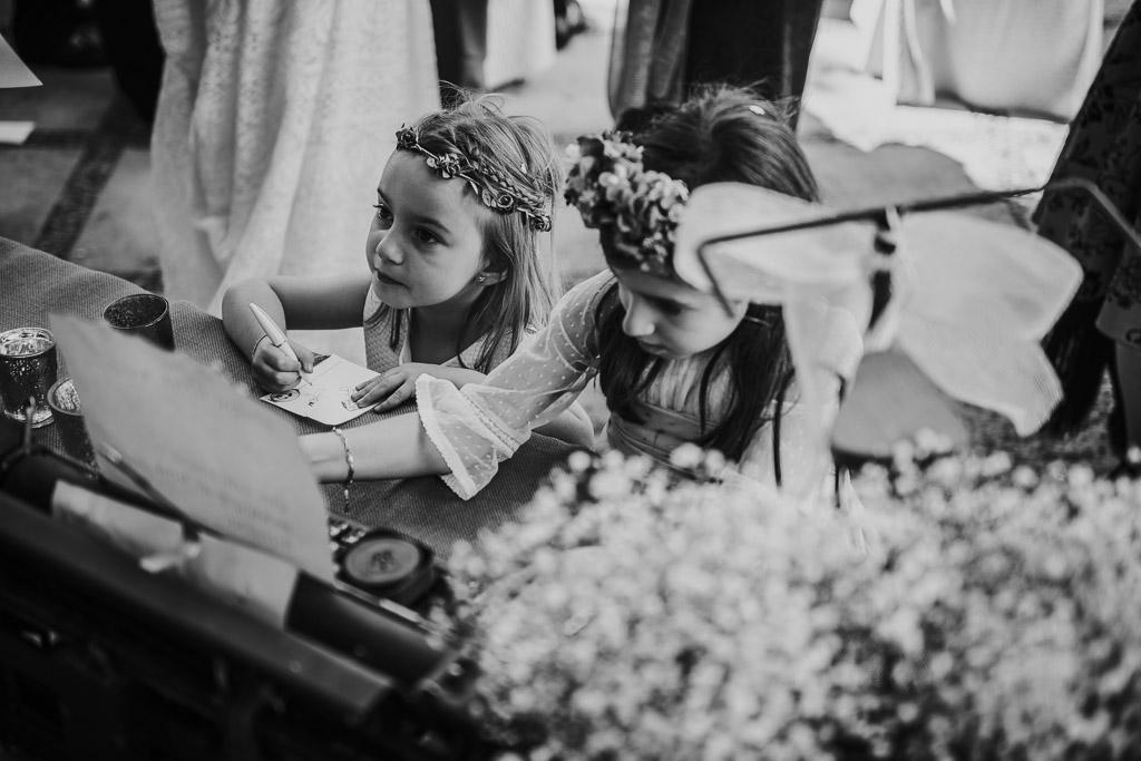 Carpe fotografía, ceremonia civil, Parador de la Arruzafa, Parador de Córdoba, Bodas en Córdoba, Fotógrafos de Córdoba, fotografía de boda, Bodas en el parador de la arruzafa, Boda civil córdoba, copa de bienvenida, niñas boda